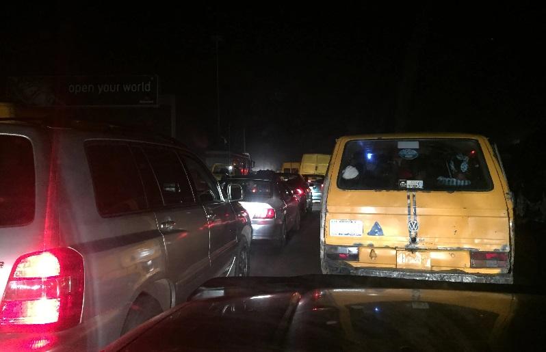 VIDEO: Dashcam Exposes Night-Time Traffic Robber in Lagos