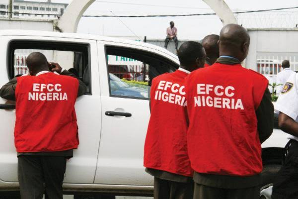 '25 Hefty EFCC Officials With Different Guns' Break Into Journalist's House in Abia