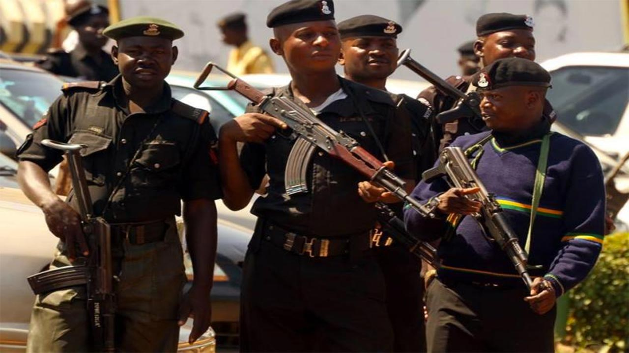 EXPOSED: Edo Policemen Who Frame Motorists, 'Sometimes With Cocaine' (Video)